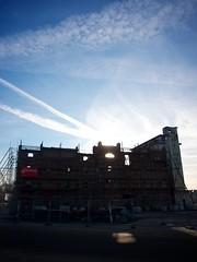 Zon achter de Cereolfabriek
