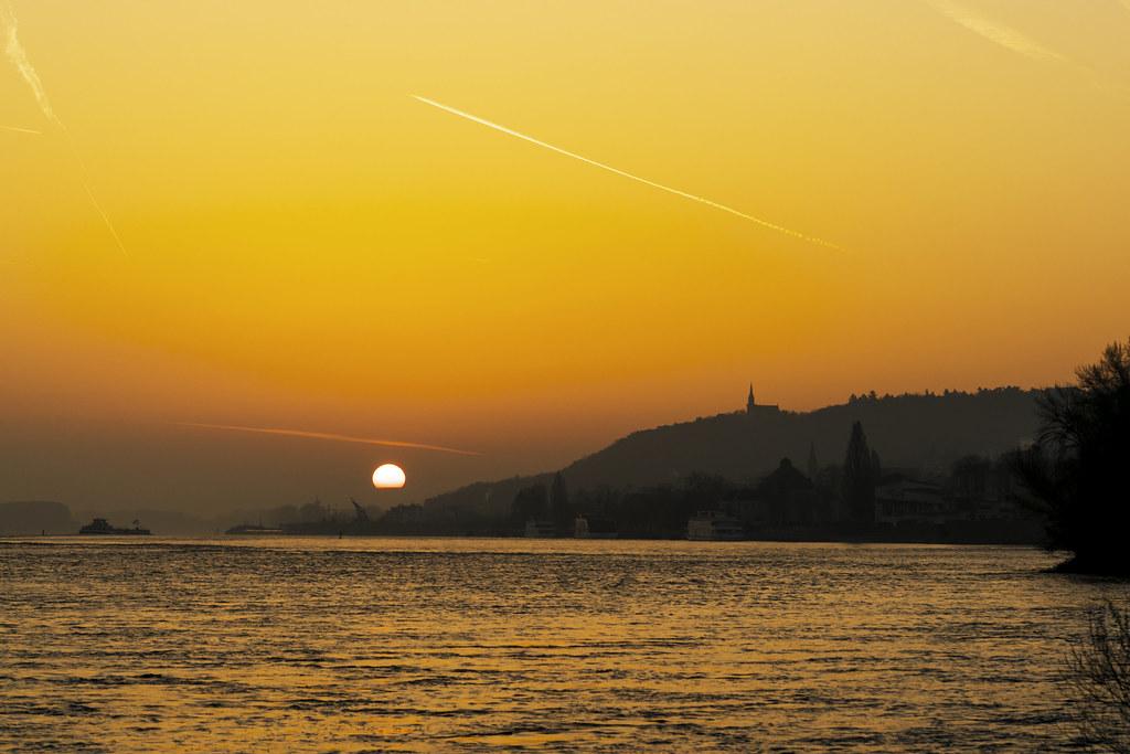 Sonnenaufgang über Bingen