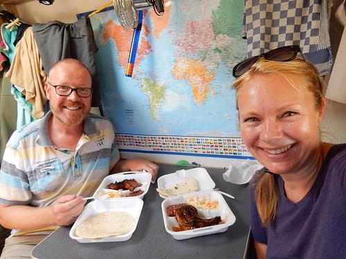 Barbeque - lunch uit afhaalrestaurant in bushokje
