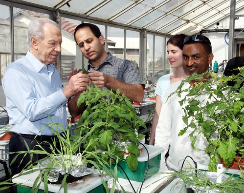 President Shimon Peres at Robert H. Smith Faculty of Agriculture, Food and Environment, Rehovot, 2010