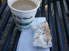 木, 2010-12-02 15:31 - Café du MondeのBeignetとチコリコーヒー French Quarter, New Orleans