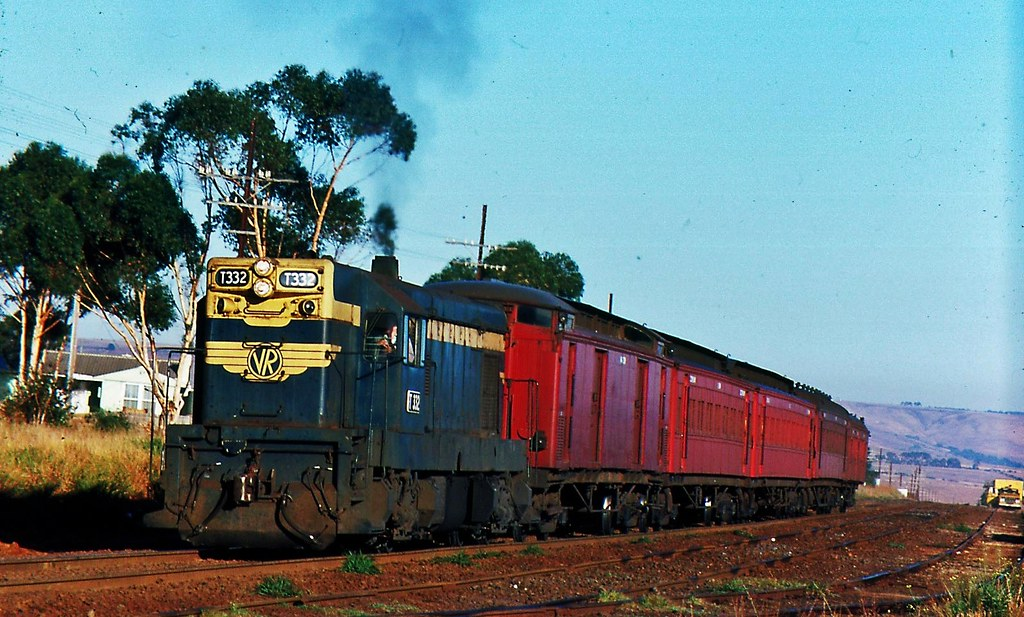 Bacchus Marsh to Spencer Street Pass' at Parwan Vic by Rodney S300