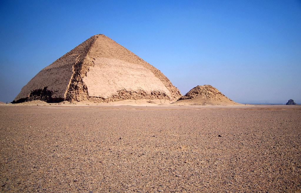 dahshur de knik-piramide egypte 2006 | wally nelemans | flickr