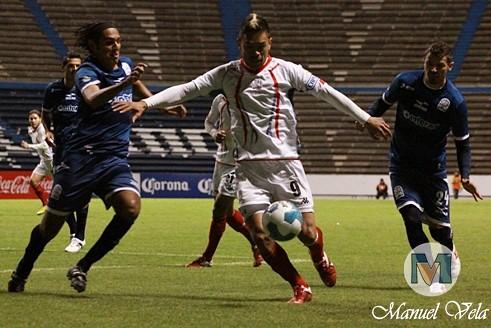 DSC_0032 Al término del entrenamiento vespertino efectuado en el Estadio Cuauhtémoc, es presentado Armando Wila en el Puebla FC por Mv Fotografía Profesional / www.pueblaexpres.com
