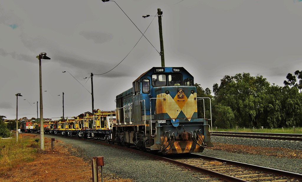 Works train at Bacchus Marsh by Rodney S300