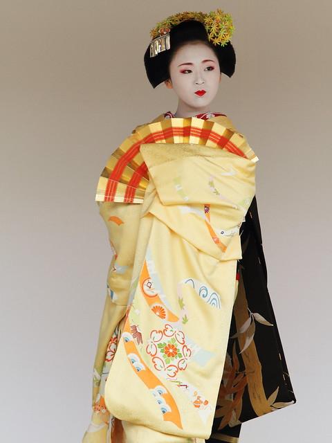 Kyoto Odori Performance. Maiko version  ---motion B---