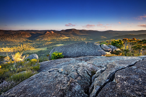 camping sphinx sunrise nationalpark nikon rocks pyramid australia climbing boulders lee queensland granite nikkor filters newyearsday 2012 castlerock balancingrock turtlerock girraween january1 baldrock granitearch mtnorman 1735mmf28 singhray d700