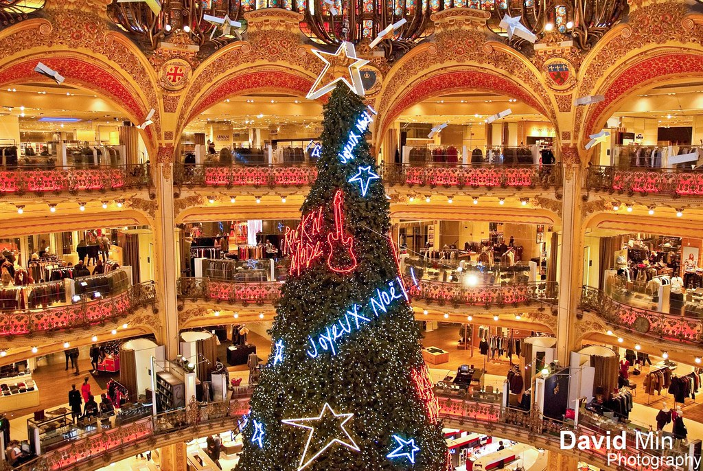Christmas Paris France.Paris France Xmas Tree Galeries Lafayette Getty Face
