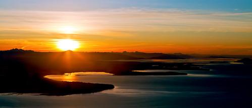 ocean usa mountain canada silhouette clouds sunrise washington bc aviation aerial project365 ef24105mmf4lisusm 356365 3652011 thiswasabackupshotihadplannedsomethingelsefortonightbutigotbusyandimbeatsojustwentwiththis