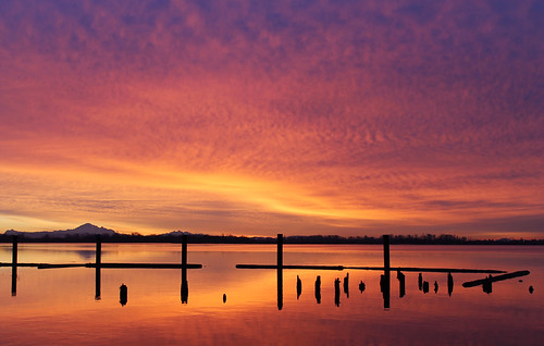 morning winter colour silhouette clouds sunrise day bc cloudy richmond fraserriver fiery