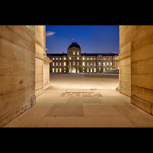 I I I ::::::::::::::: I I I au Louvre