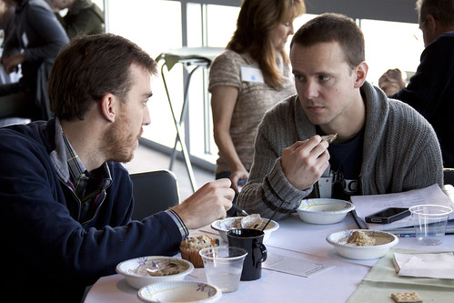 Two workshop participants discuss the oysters they are tasting. ©Margaret Pizer/VASG
