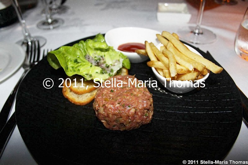 WATERMARK - TARTAR OF PRIME ANGUS TENDERLOIN, TOASTED SOUR DOUGH, HERB SALAD 003