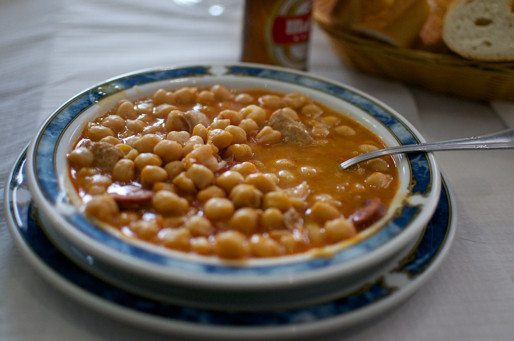 Callos con garbanzos / Spanish tripe with chickpeas