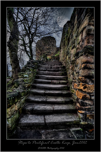 uk trees england moon castle stone photoshop canon buildings ancient ruins yorkshire step keep usm efs 1022mm pontefract photomatix f3545 canon40d nhbphotography nikssilverefexs