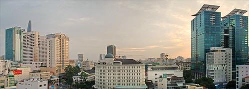 Le centre d'Hô Chi Minh-Ville au crépuscule   by dalbera