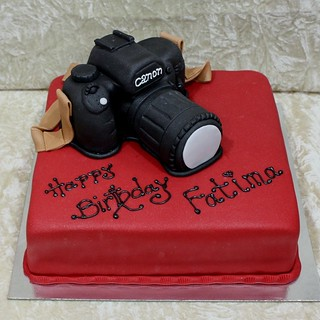 Canon camera cake | by The House of Cakes Dubai