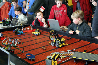 Lego League 2005 TUe | by Cea.
