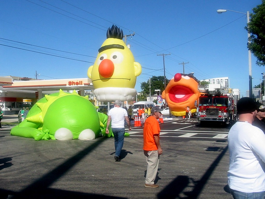 Bert Ernie And A Drunk Kermit Three Kings Parade Miami Flickr
