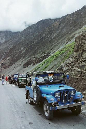pakistan jeeps karakoram kkh himalaya gilgit hindukushrange karakoramhighway karakoramrange