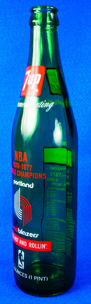 RD10088 Vintage Portland Trailblazer 1976 - 1977 NBA Champions 7 UP Soda Bottle DSC07792