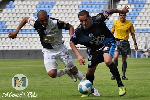 DSC_0126 Al término del entrenamiento vespertino efectuado en el Estadio Cuauhtémoc, es presentado Armando Wila en el Puebla FC por Mv Fotografía Profesional / www.pueblaexpres.com