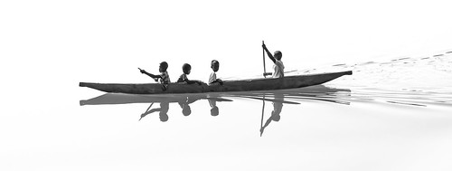 La pirogue des enfants, par Franck Vervial