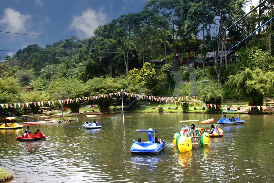 Kolam Sepeda Air Sari Ater Hotel Resort Ciater Subang Flickr