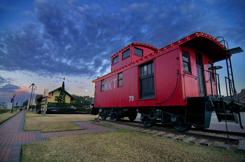 clouds sunrise dawn texas katy caboose fullmoon trainstation mkt katytexas railroadcaboose oldtownkaty mktcaboose