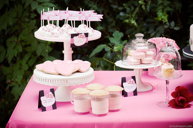 Hello Kitty Sweets Table (833)
