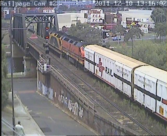 G516-CLF4 with SCT loading for North Dynon, ex Laverton 10-12-2011 by Railpage Bunbury Street