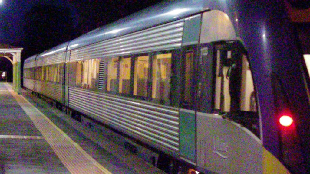 3VL33 and 9072 with B76, S313, T364, 395 and B80 at Kangaroo Flat by Greensleeves.94