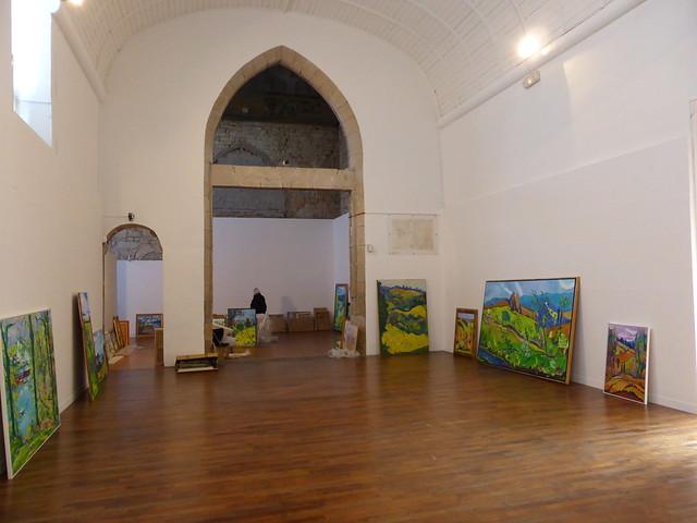 Montage de l'exposition à La chapelle des Ursulines