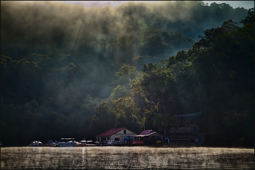 mist sunrise canon river boats curves explore frame 7d cpl 68 lr3 24105l hdrcollection topazadjust5 morningberowrawaters dynamicpopii