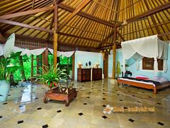 the-mahogany-villa-ubud-bedroom2