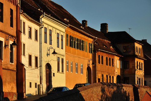 street houses light sunset yellow evening romania sibiu roemenie hermannstadt