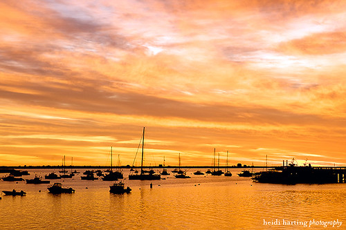 boats earlymorning waterstreet plymouthma massachusettsportraitphotographer harborsunrise heidihartingphotography