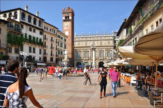 Verona : Piazza delle Erbe - 1 -