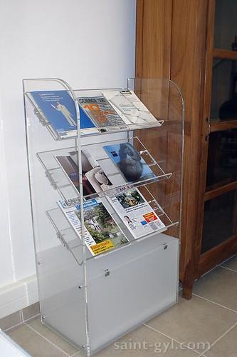 presentoir sur pied magazines 050