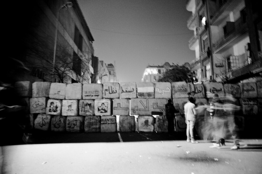 حائط جداري بناه الجيش في شارع محمد محمود