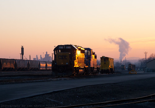 yard sunrise golden massachusetts glint csx emd cefx gp402 westspringfield bostonline gp20d berkshiresubdivision