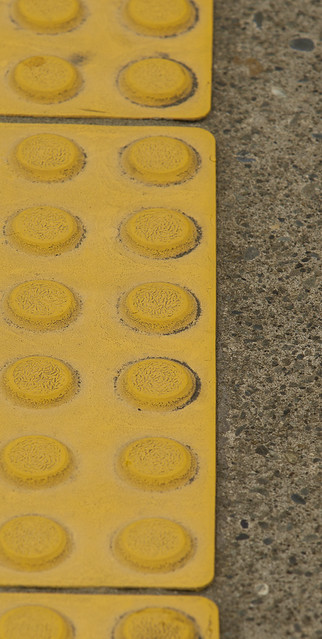 20120129_8104_1D3-200 Yellow rubber tile
