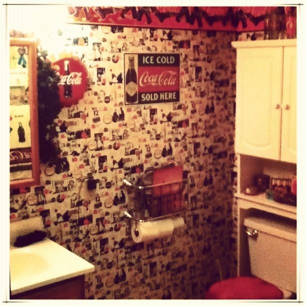 Coca Cola Bathroom Decor.Yes It S A Coca Cola Themed Bathroom Home Bathroom C Flickr