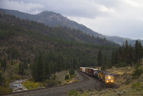 railroad mountains up train nevada engine rail cargo unionpacific locomotive sierras ge sierranevada freight generalelectric verdi freighttrain truckeeriver washoecounty unionpacificrailroad ac4400cw ac4400cte c44accte uprosevillesub truckeerivercanyon verdica up5892