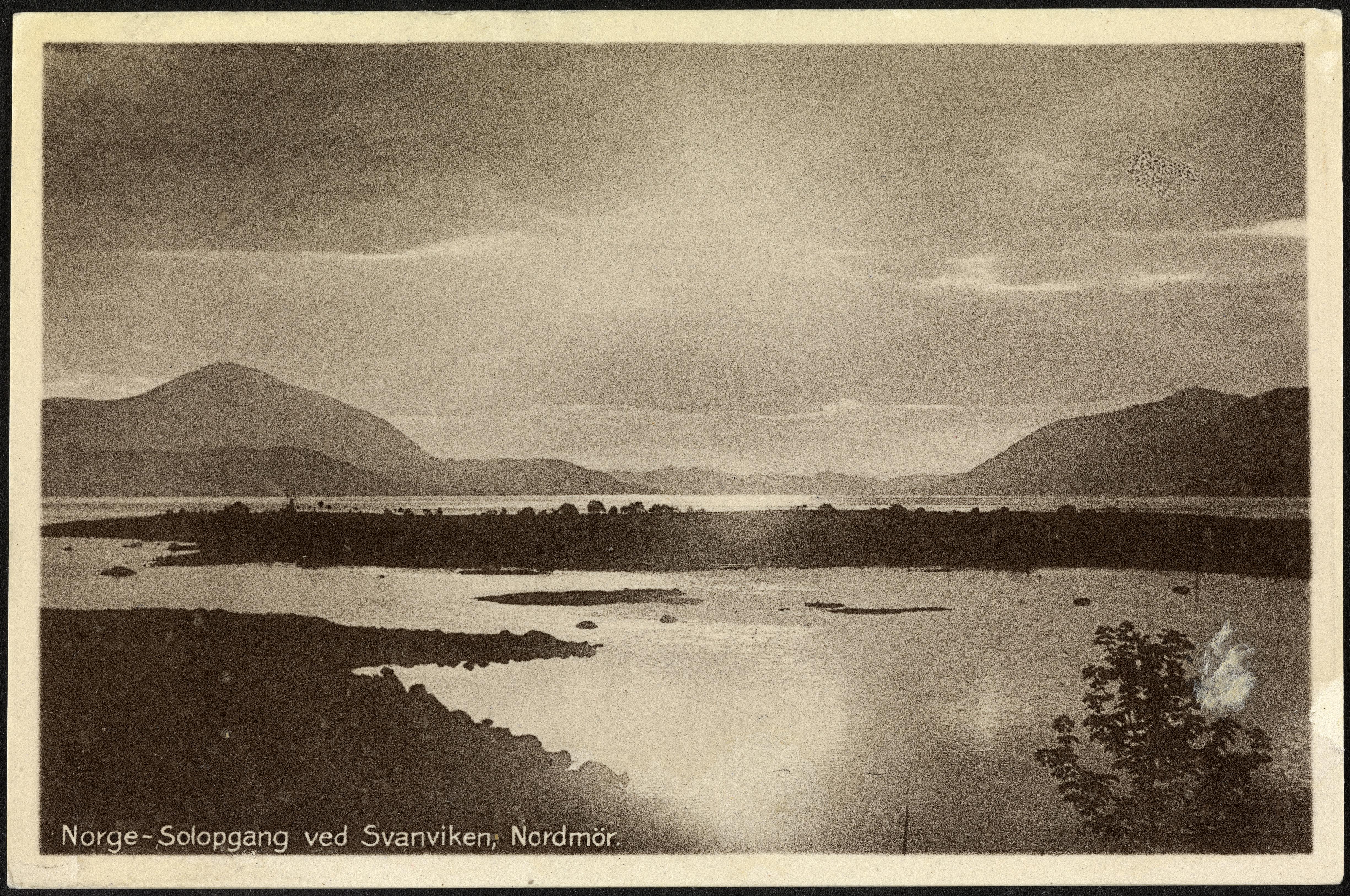 No. 43. Norge - Solopgang ved Svanviken, Nordmør