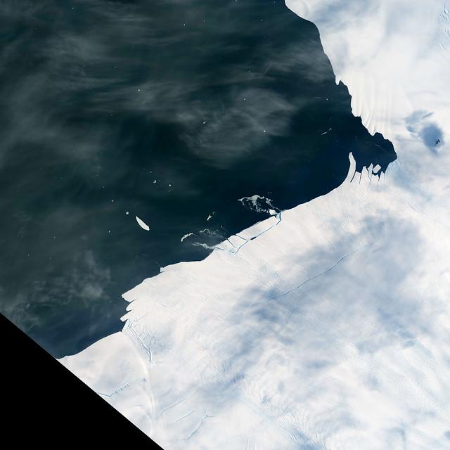 Cracking an Antarctic Glacier