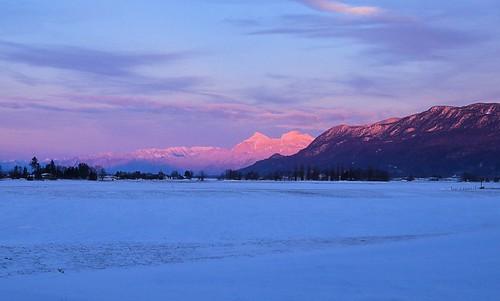 nikond7000 nikkor18to200mmvrlens canada bc britishcolumbia abbotsford sumasprairie winter mtcheam chilliwackmountains sunset pink snow