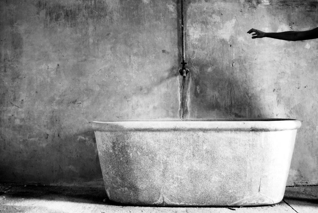 Vasca Da Bagno Del Tempo : Nella vasca da bagno del tempo erica mou testo e video