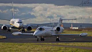 Hawker Beechcraft 30 & Ryanair - Boeing 737-800