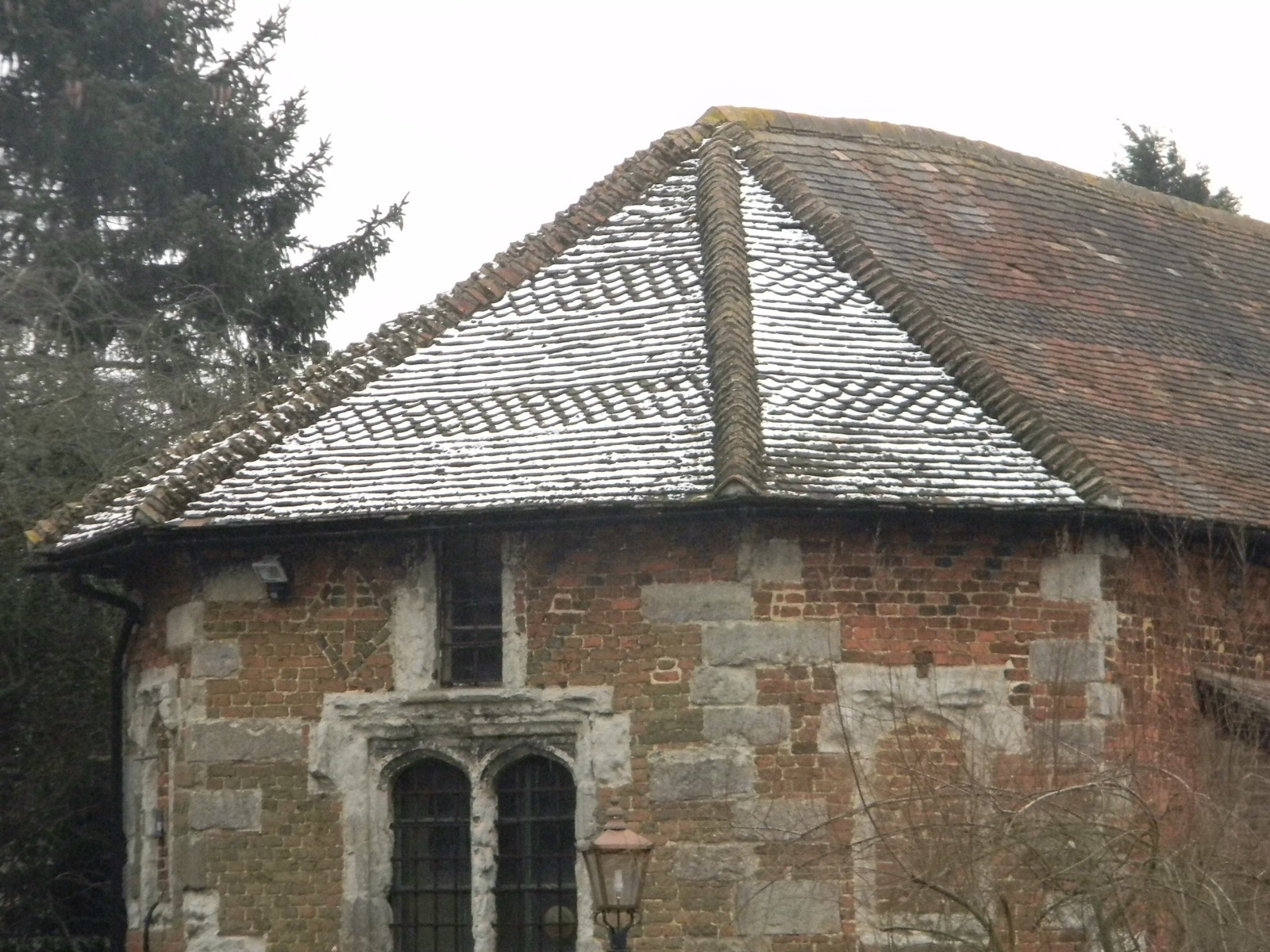 Frosty tiles Frost picks out the tile pattern on the roof. Next to Archbishops Palace, Otford. Eynsford Circular
